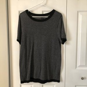 4/$25 Torrid Black and White Patterned Tunic Shirt